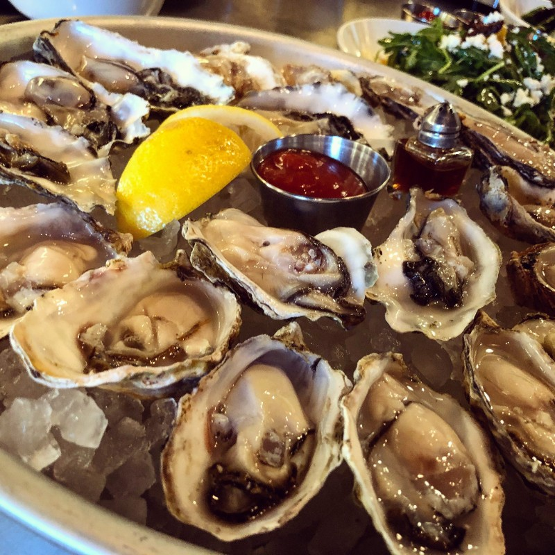 bivalves raw oysters